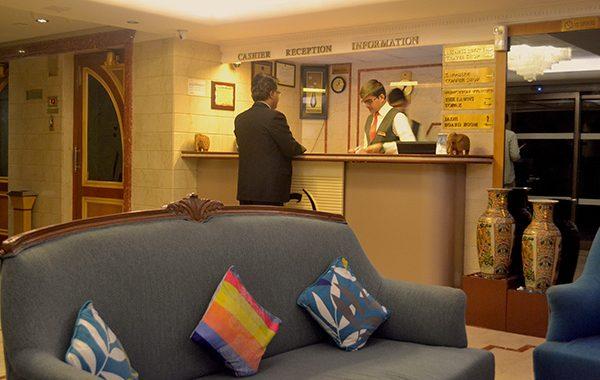 Mumbai Hotel, Lobby Counter